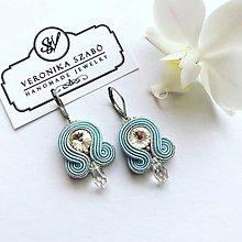 Náušnice - Ručne šité šujtášové náušnice / Soutache earrings - Swarovski®️crystals (Bella - baby modrá/strieborná) - 11349839_