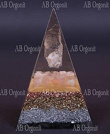 Dekorácie - Núbijská pyramída ruženín - orgonit - 11350676_