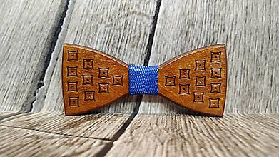 Doplnky - Pánsky drevený motýlik KUBIK ČEREŠŇA - 11348161_