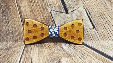 Doplnky - Pánsky drevený motýlik DOTS - 11348222_