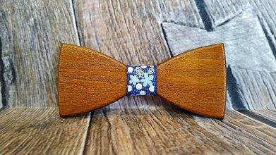 Doplnky - Pánsky drevený motýlik TEAK s krabičkou - 11348390_