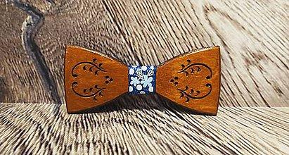 Doplnky - Pánsky drevený motýlik FOLK TMAVÝ - 11348857_