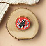 Odznaky/Brošne - Ručně malovaná brož s mývalem - 11352952_