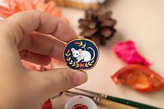 Odznaky/Brošne - Ručně malovaná brož s myškou - 11352981_