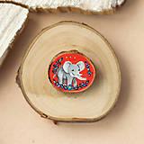 Odznaky/Brošne - Ručně malovaná brož se slonem - 11352988_