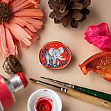 Odznaky/Brošne - Ručně malovaná brož se slonem - 11352994_