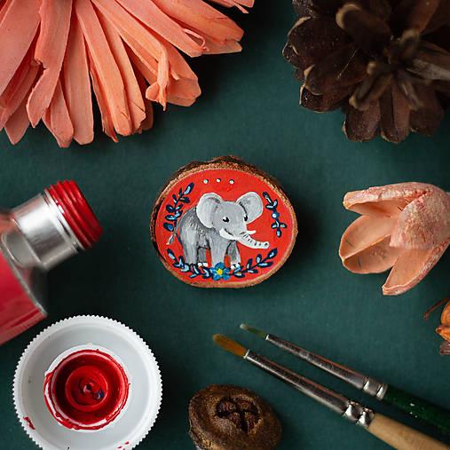 Ručně malovaná brož se slonem