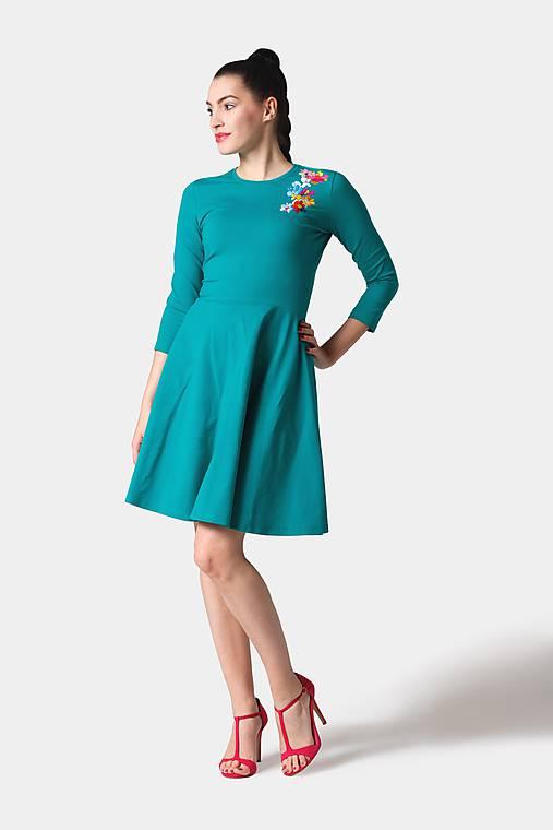 Šaty - Šaty zelené s výšivkou - 11354348_