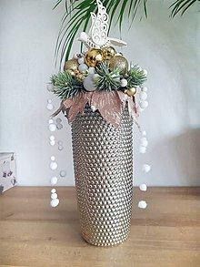 Dekorácie - vianočná dekorácia v zlatej váze - 11354699_