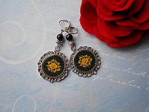 Náušnice - Žltý kvietok v čiernej - 11354035_