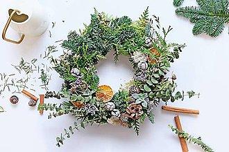 Dekorácie - Vianočný veniec_Čarovný les (Adventný veniec /s bodcami, bez sviecok/) - 11352334_