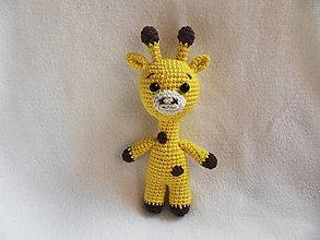 Hračky - Milá háčkovaná žirafka - malá - 11352337_