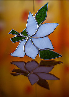 Dekorácie - Ľalia v drevenom obraze (Tiffany ľalia v bielom) - 11354381_