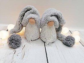 Dekorácie - Vianočný škriatok (Gnomme) so sivou čiapkou - 11356543_