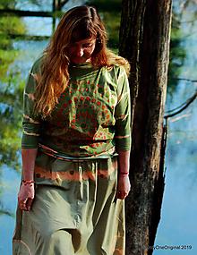 Tričká - Dámske šité tričko maľované, batikované V DUŠI - 11356255_