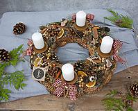 Dekorácie - Šiškový vianočný adventný veniec - 11356695_