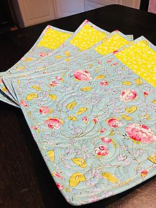 Úžitkový textil - žltomodré kvietkované quiltované prestierania - 11355963_