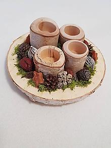 Dekorácie - prírodný adventný veniec s brezovými svietnikmi - 11360756_