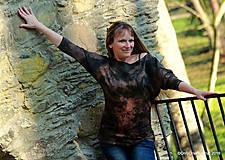 Tričká - Dámske šité tričko maľované, batikované TECH - 11359739_