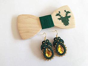 Doplnky - .vyšívaný motýlik jeleň + náušnice v zelenej - 11360030_