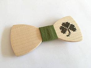 Doplnky - .vyšívaný motýlik trojlístok v zelenej - 11360269_