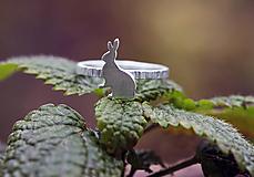 Prstene - Strieborný zajačik na obruči z kôry - 11360118_