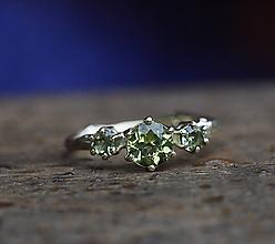 Prstene - Vetvičkový v žltom zlate s olivínami - 11360221_