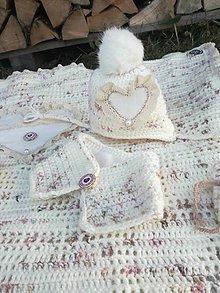 Úžitkový textil - Hačkovaná deka srdiečko❤ - 11360164_