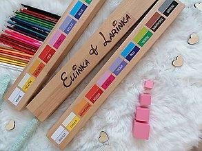 Detské doplnky - Personalizovaný pastelkovník veľký - s hľbkovým gravírovaním mena dieťatka,súrodencov a motta - 11359842_