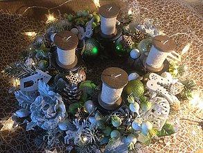 Dekorácie - Exkluzivny adventny veniec svietiaci-40cm - 11360222_