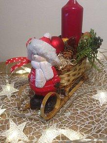 Dekorácie - Vianočny svietnik sane chlapček - 11360658_