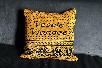 Úžitkový textil - Pletená obliečka na vankúš, Veselé Vianoce - horčicovo-čierna - 11363021_