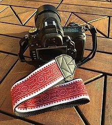 Nezaradené - Popruh na fotoaparát bielo bordový - 11363452_