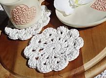Úžitkový textil - hačkovaná podšálka, smotanová - 11365943_