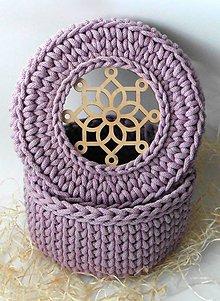 Košíky - Handmade háčkovaný košík z kvalitných šnúr s elegantným vrchnákom s ornamentom - 11363822_