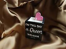 Svietidlá a sviečky - Sójová sviečka Queen birthday - 11365130_