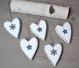 Dekorácie - Vianočné ozdoby-drevené srdiečka - 11367015_