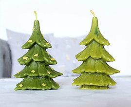 Svietidlá a sviečky - sviečka s vôňou borovice - vianočný stromček 3 - 11368593_