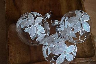 Dekorácie - Číre guličky s vianočnou ružou - 11367557_