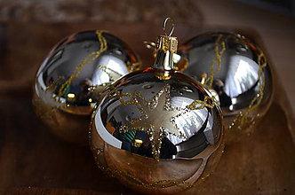 Dekorácie - Zlaté guličky s hviezdičkami - 11367619_