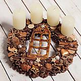 Dekorácie - Adventný veniec s keramickým domčekom a voňavou škoricou - 11367290_
