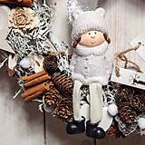 Dekorácie - Vianočný prírodný veniec ...dievčatko a biele vianoce... - 11367306_