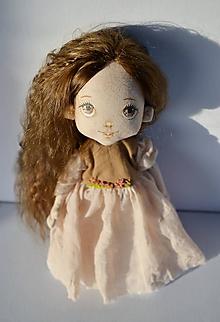 Hračky - Priateľky do kabelky. Textilná bábika - Luskavienka - 11368950_