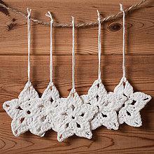 Dekorácie - Vianočné ozdoby - hviezdičky háčkované biele - sada 5ks - 11369655_