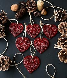Dekorácie - Vianočné červené srdiečka - 11372723_