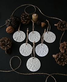 Dekorácie - Vianočné biele hviezdy - 11372909_