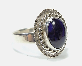 Náhrdelníky - ***Sugilit strieborný prsteň*** - 11373722_