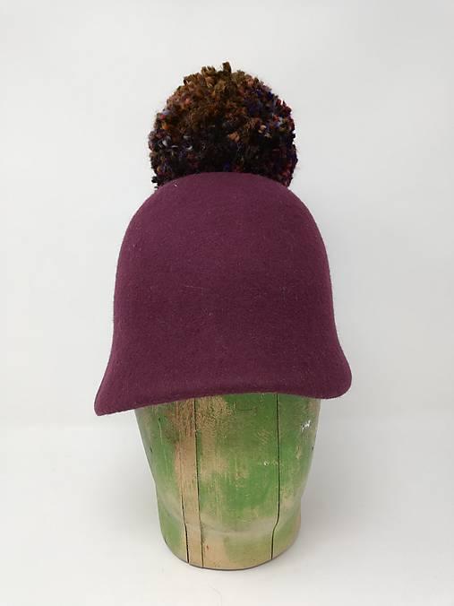 klobúková čiapka CLOCHE FOLIE s brmbolcom