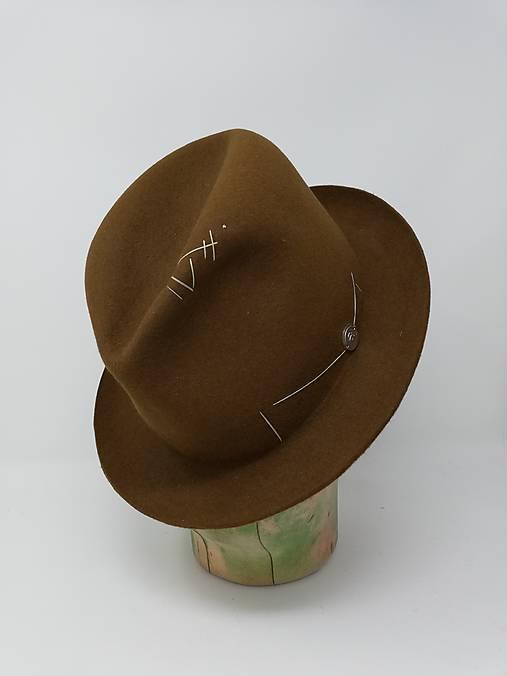 pánsky klobúk vyšívaný