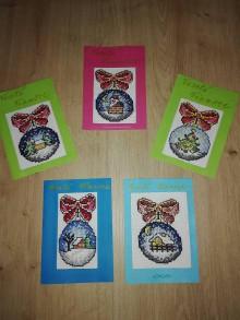 Drobnosti - Vianočná pohľadnica vyšívaná guľa - 11370286_